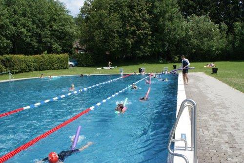 47 Teilnehmer bei Schwimmkurs