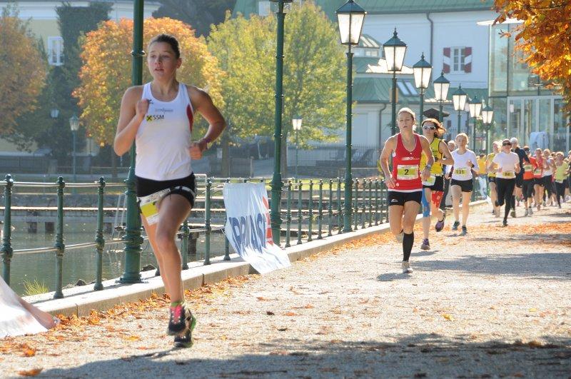 Julia Frauenlauf Mattsee 2013 in Führung